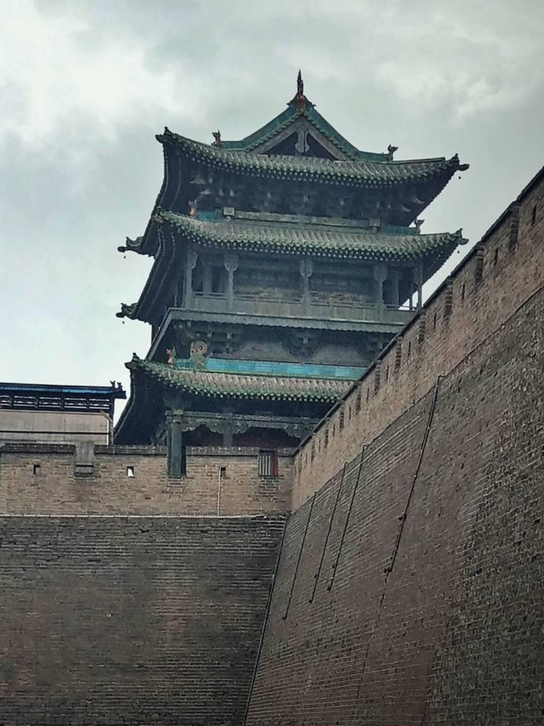 Wieża strażnicza w starożytnym mieście Pingyao w Chinach.