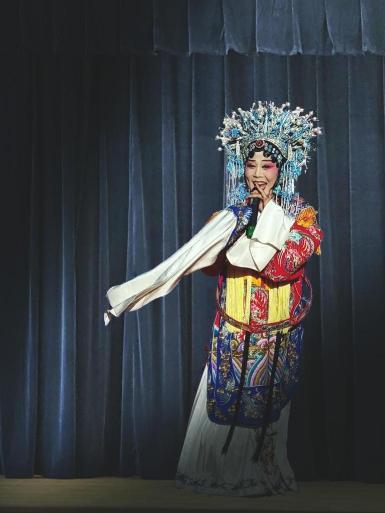 Artystka z Opery Chińskiej w tradycyjnym stroju.