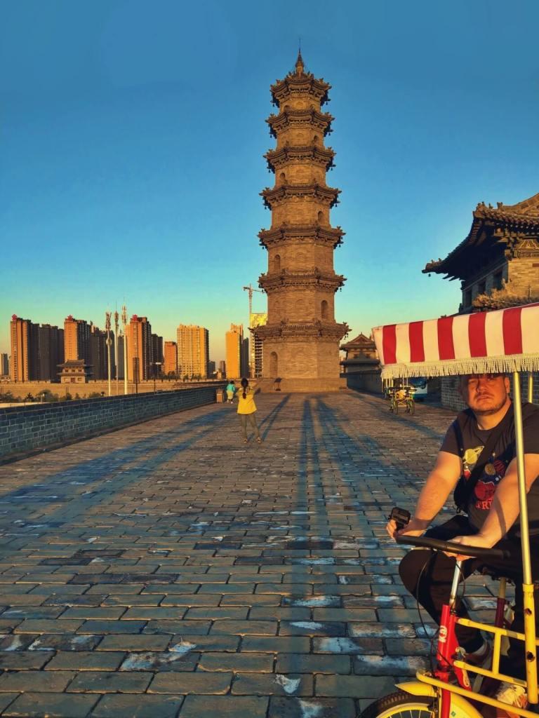 Pagoda Dzikiej Gęsi na murach starożytnego miasta Datong w Chinach.