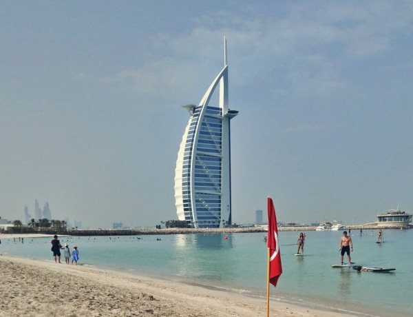 Hotel Burj al Arab w Dubaju.