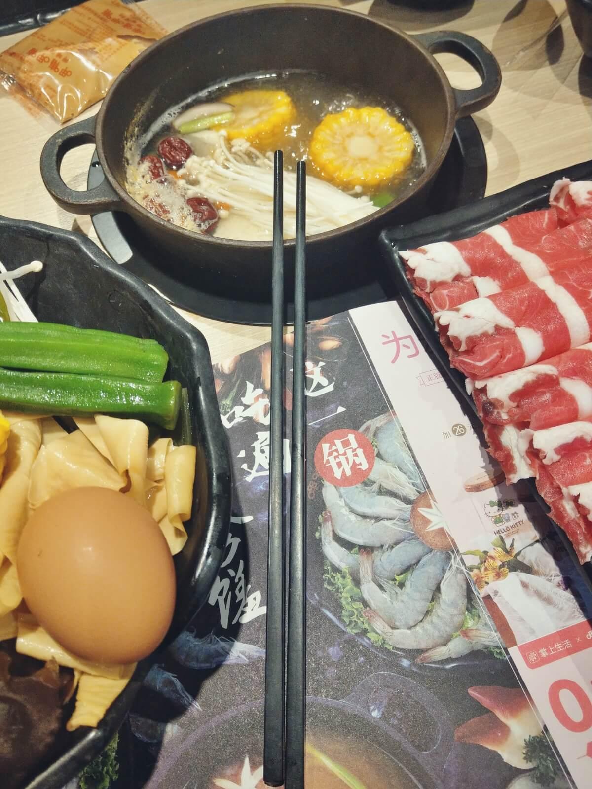 W Azji, w Chinach popularne są restauracje gdzie samemu się gotuje.