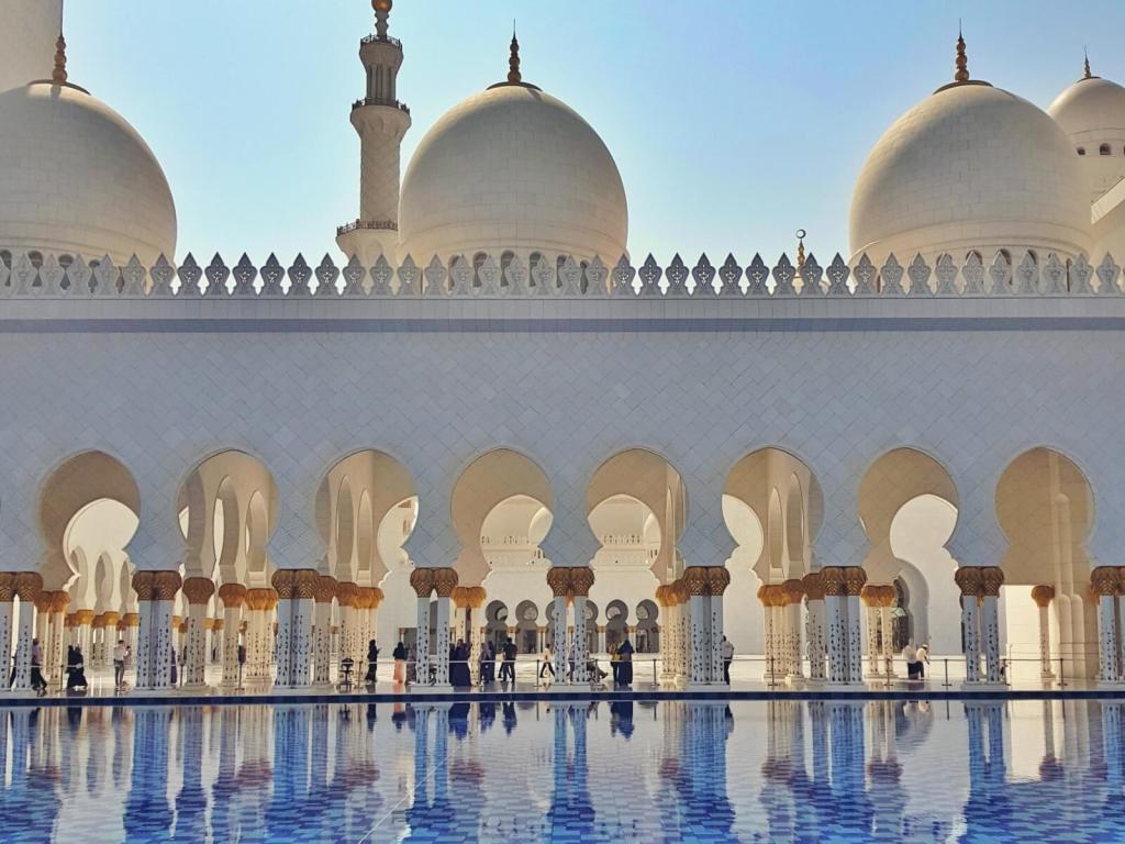 Kolumny przy basenie szejka Zayeda w Abu Dabi.