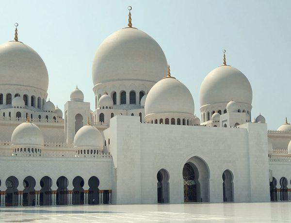 Biały meczet szejka Zayeda w Abu Zabi.