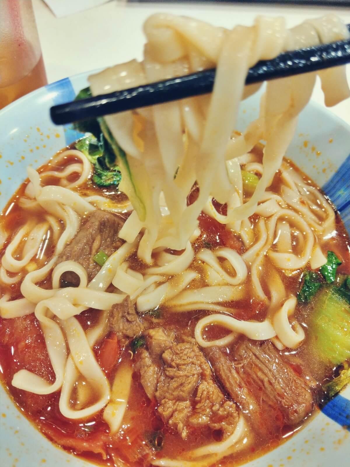 Chińska zupa z nudlami.