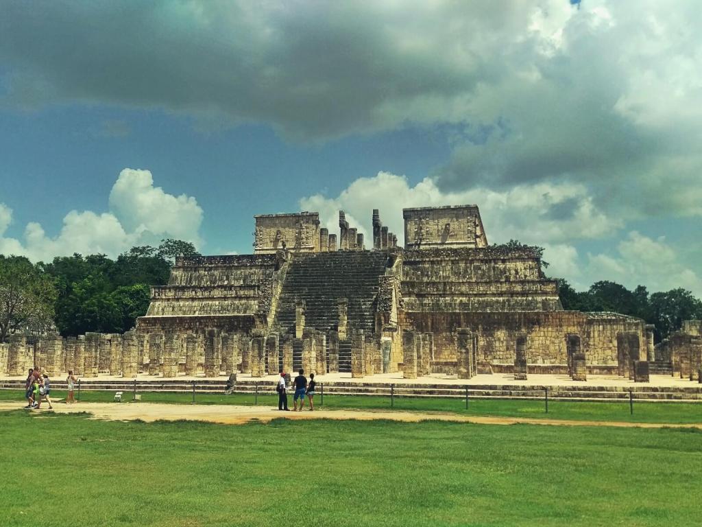 Świątynia Wojowników w Chichen Itza w Meksyku.
