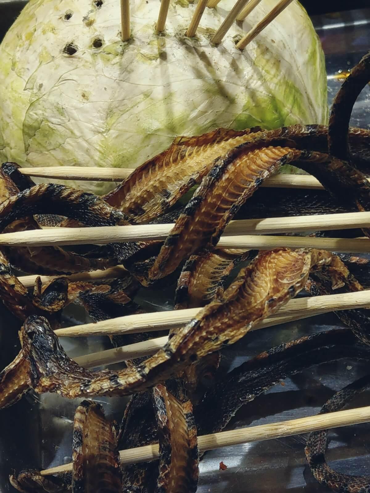 Chińskie przysmaki. Danie z węża.