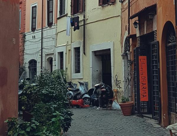 Uliczka w Rzymie.