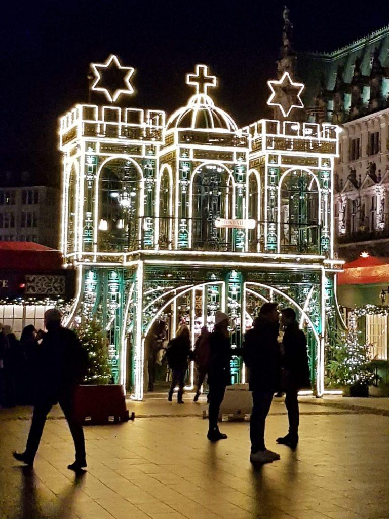 Jarmark bożonarodzeniowy w Hamburgu w Niemczech.