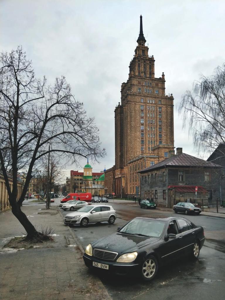 Siedziba Akademii Nauk Łotwy przypomina Pałac Kultury i Nauki w Warszawie.
