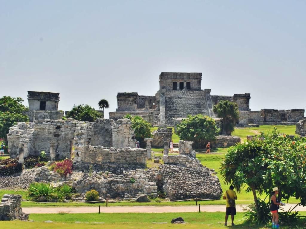 Ruiny starożytnego miasta Tulum w Meksyku.