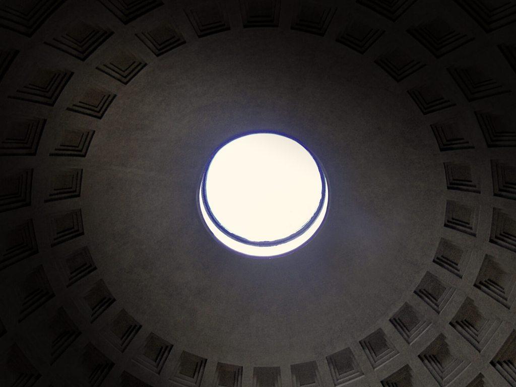 Jedną z najstarszych budowli w Rzymie jest Panteon.