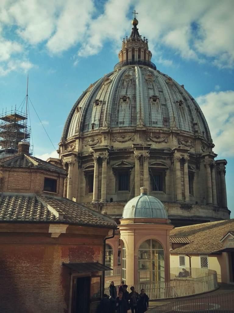 Kopuła na dachu bazyliki św. Piotra w Watykanie.