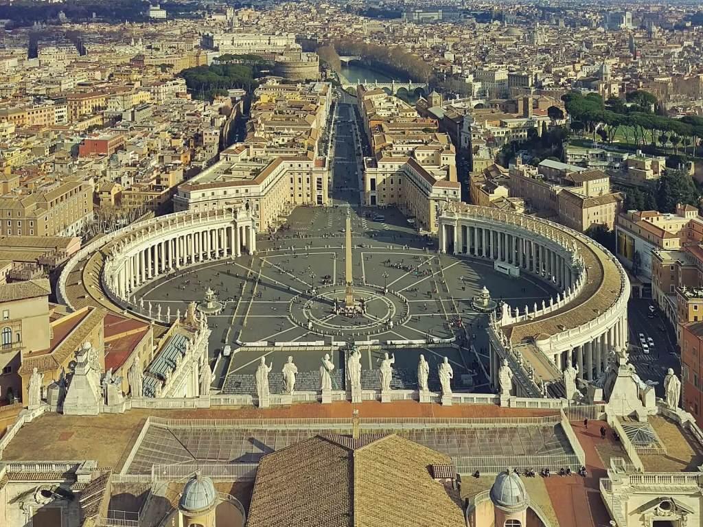 Widok na Rzym z dachu bazyliki św. Piotra w Watykanie