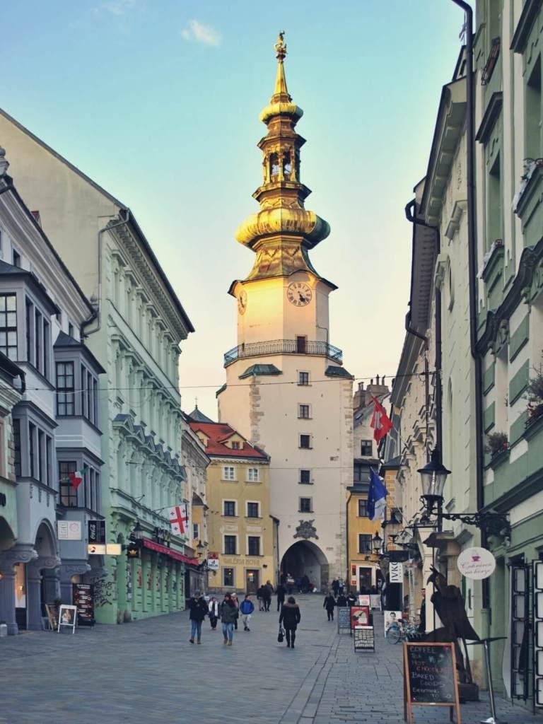 Brama Michalska na starym mieście w Bratysławie.