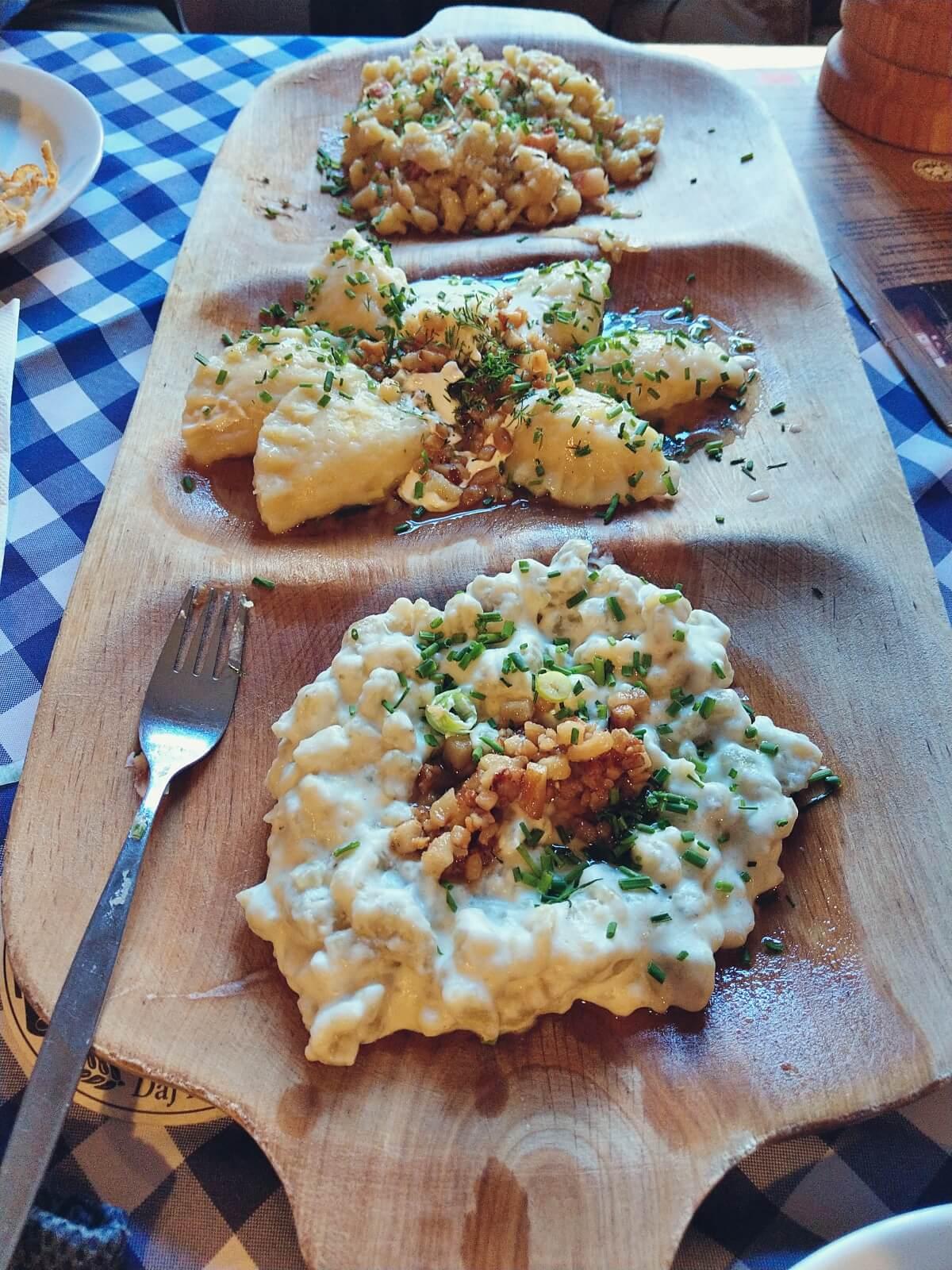 Haluszki to słowackie danie narodowe.