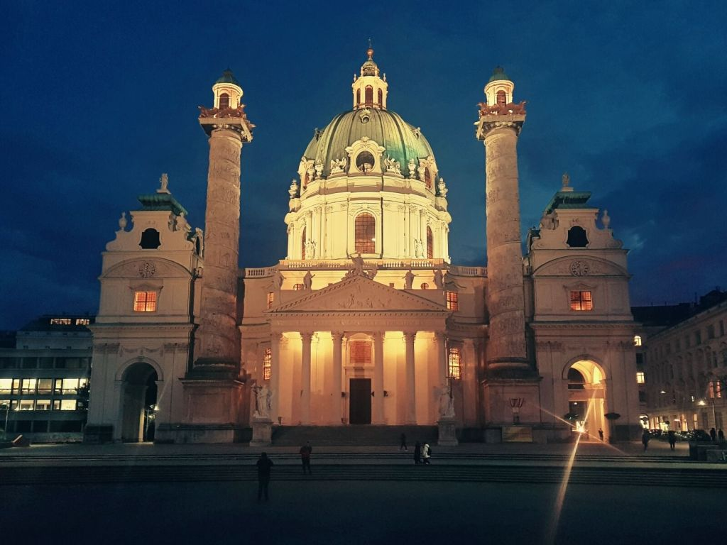 Kościół św. Karola Boromeusza w Wiedniu, w Austrii.