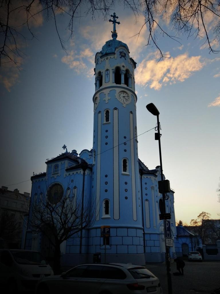 Niebieski kościół w Bratysławie.