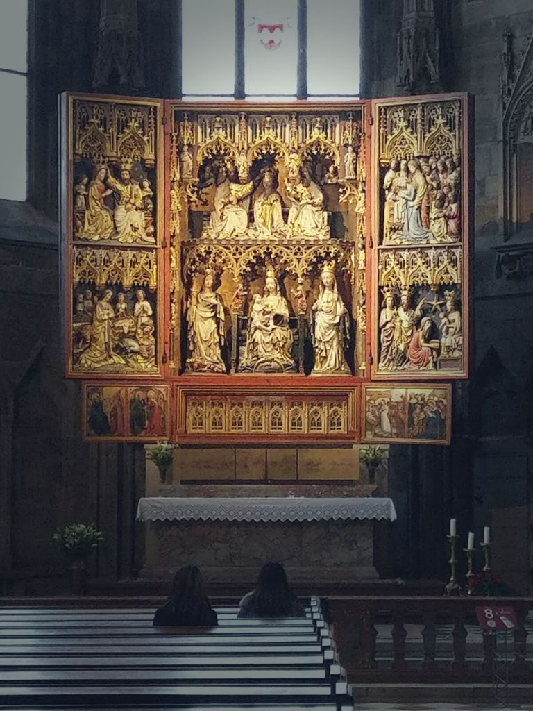 Ołtarz boczny w katedrze św. Szczepana w Wiedniu, w Austrii.