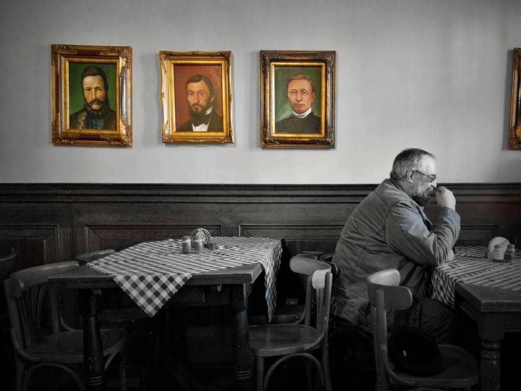 Wnętrze restauracji Slovak Pub w Bratysławie, na Słowacji.