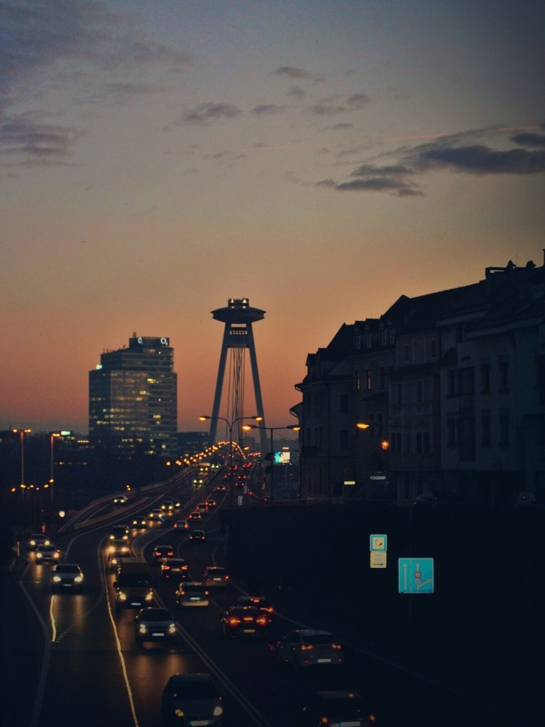 Widok na bratysławską wieżę widokową UFO.