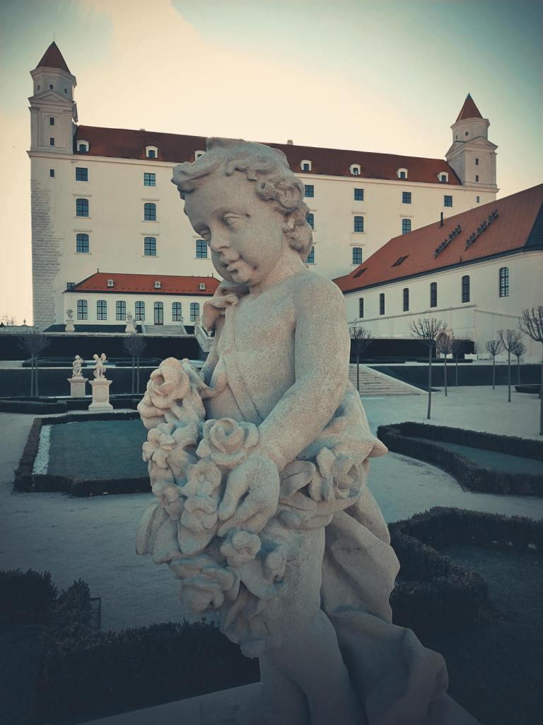 Biały zamek w Bratysławie.