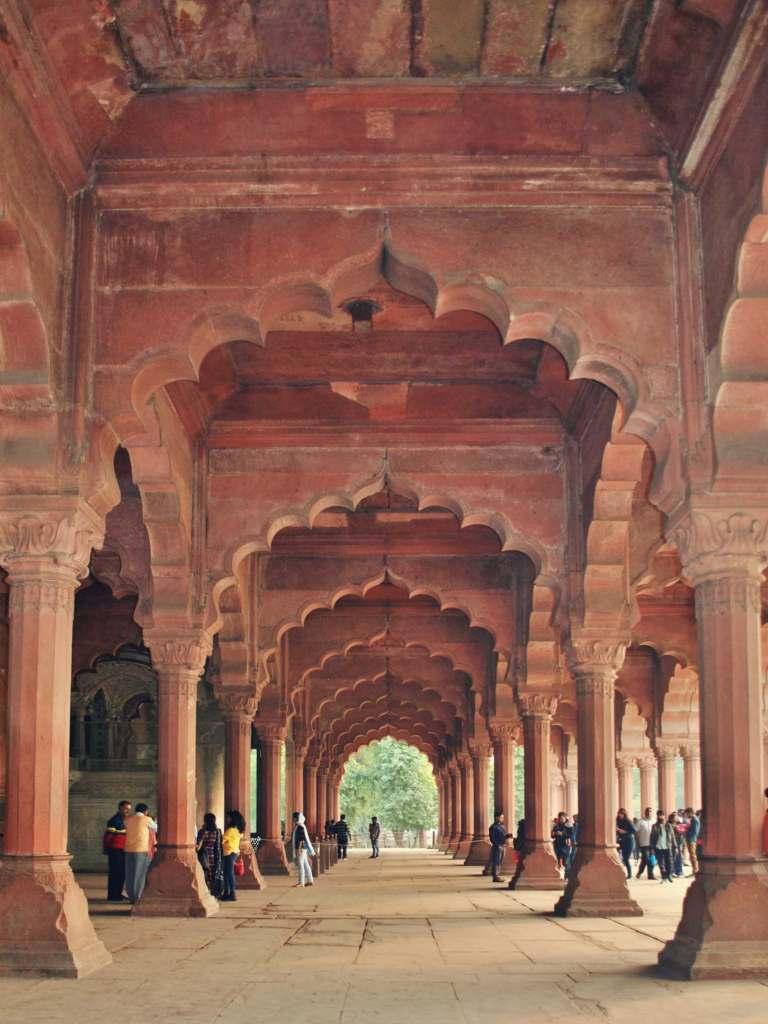 Sala tronowa w Czerwonym Forcie w Delhi.