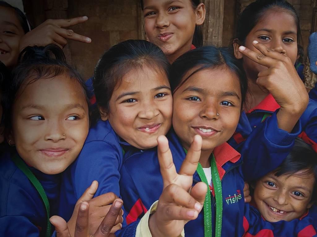 Indyjskie dzieci chętnie pozują do zdjęć.