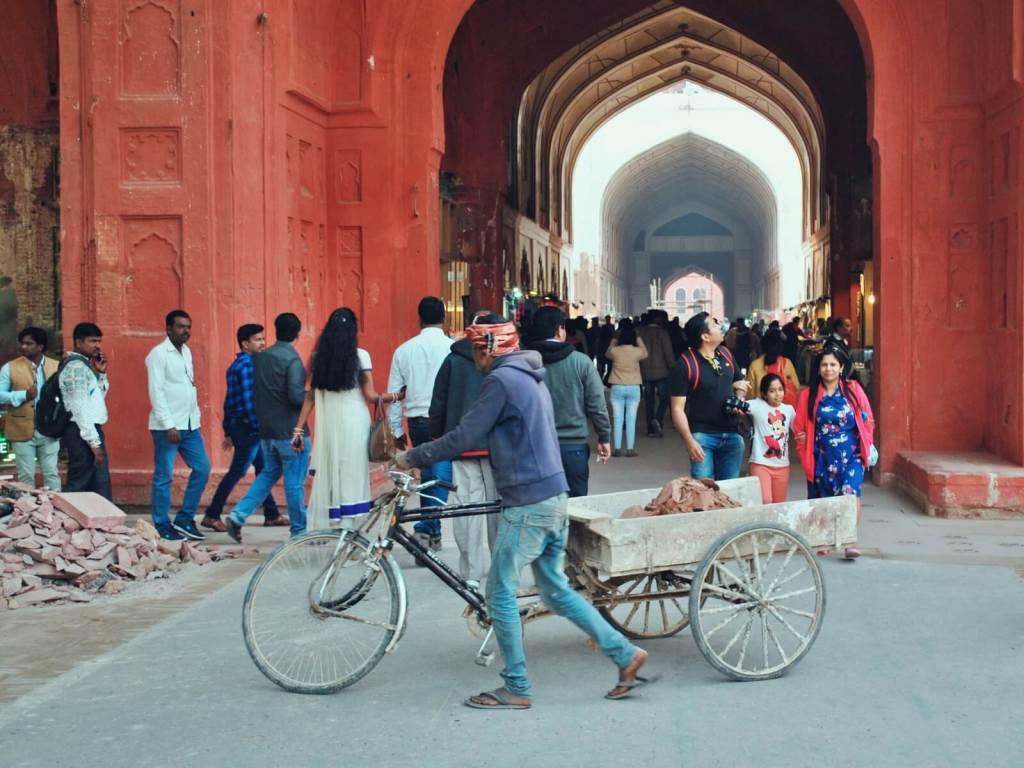 Brama do czerwonego Fortu w Delhi w Indiach.