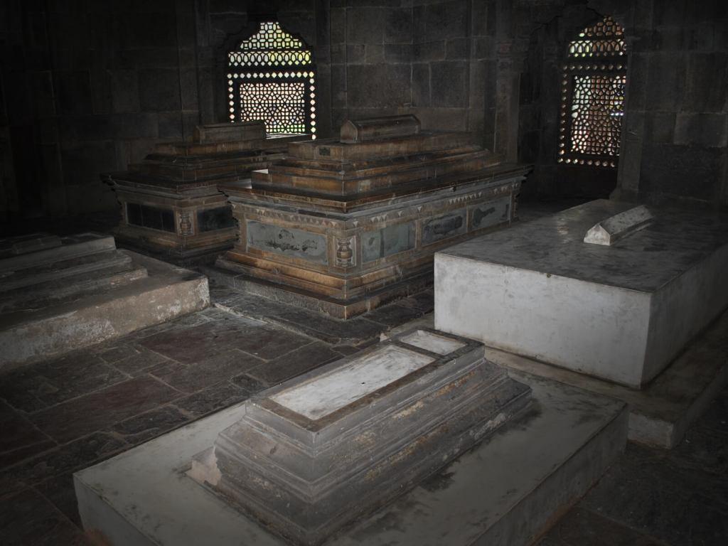 Groby Wielkich Mogołów w Delhi, w Indiach.
