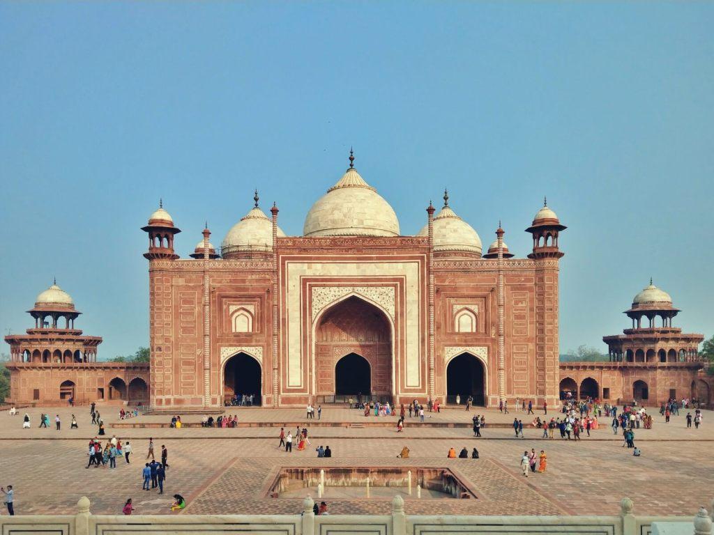 Meczet przy Taj Mahal w Agrze.