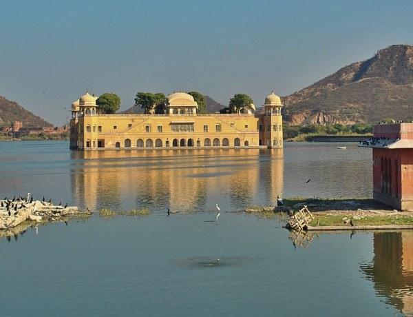 Pałac na wodzie w Dżajpurze w Indiach.