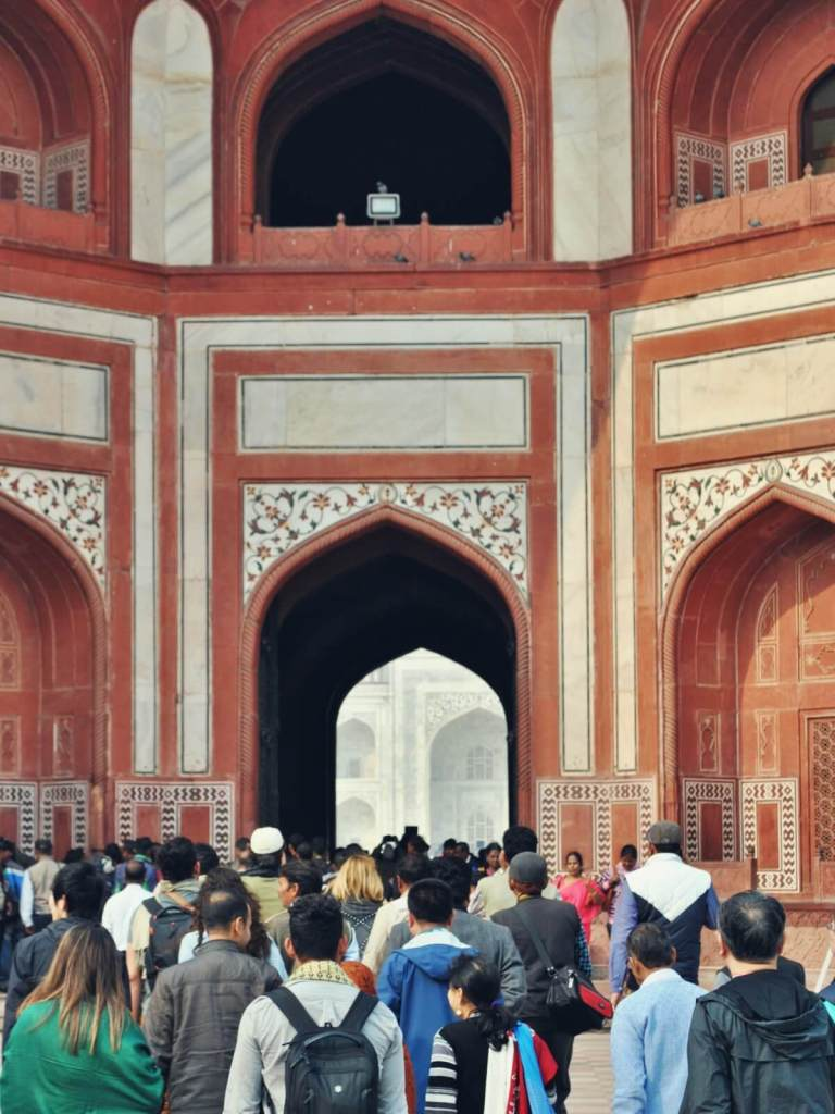 Widok na Taj Mahal.