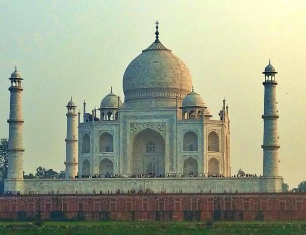 Zachód słońca nad Taj Mahal.