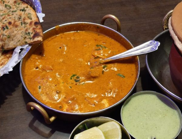 Maślany kurczak po indyjsku.