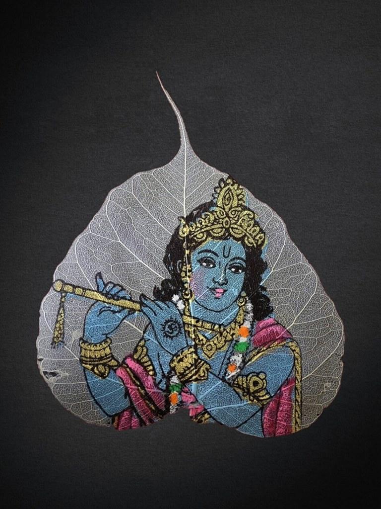 Wizerunek boga Kryszny namalowany na liściu.