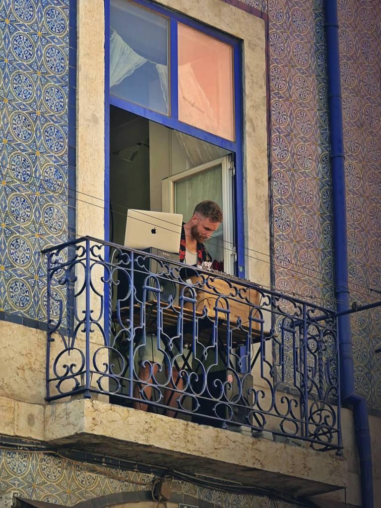 Muzykanci na lizbońskiej Alfamie.