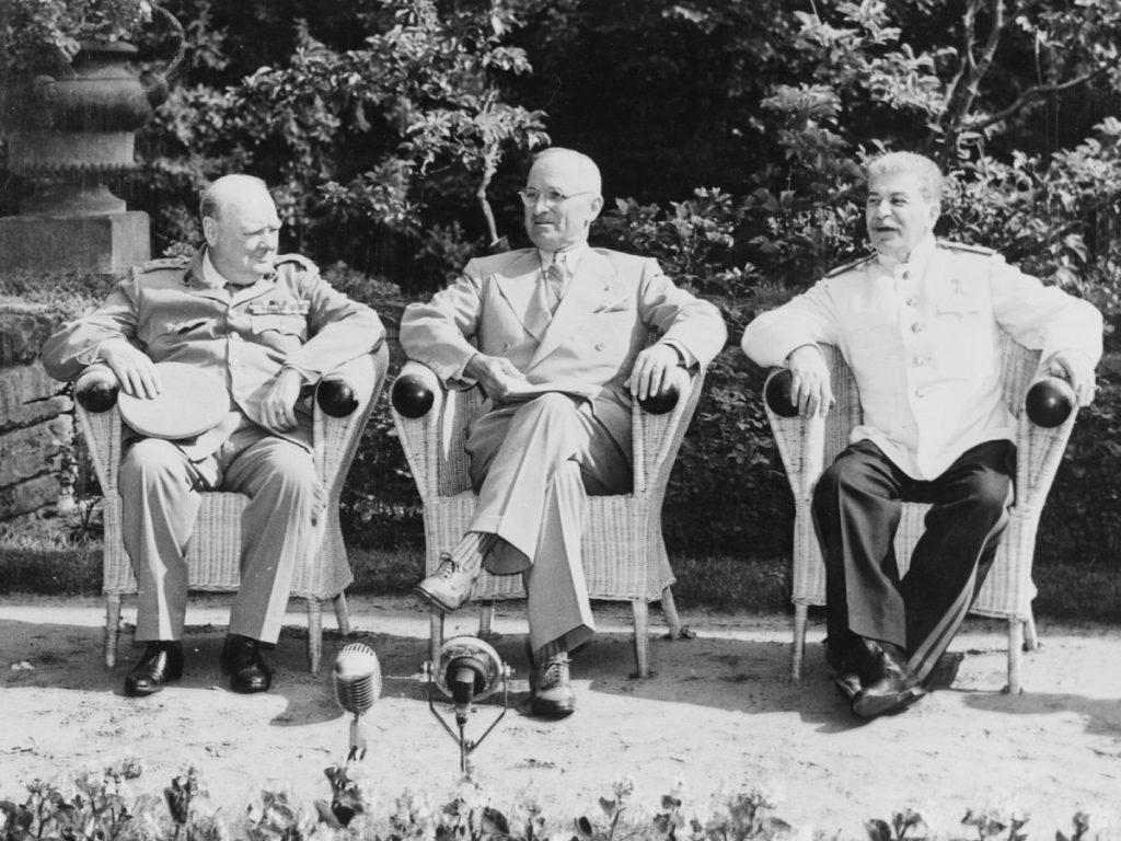 Stalin, Churchill i Truman na konferencji poczdamskiej.