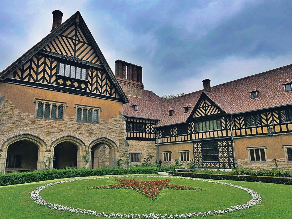 Pałac Cecilienhof w Poczdamie gdzie odbyła się konferencja po II Wojnie Światowej.