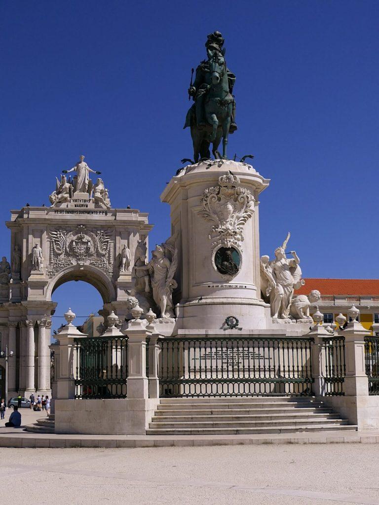 Plac handlowy w Lizbonie.