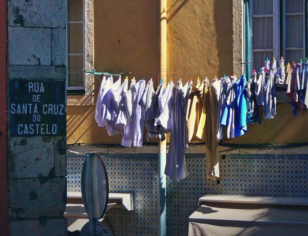 Sznur z praniem w Lizbonie.