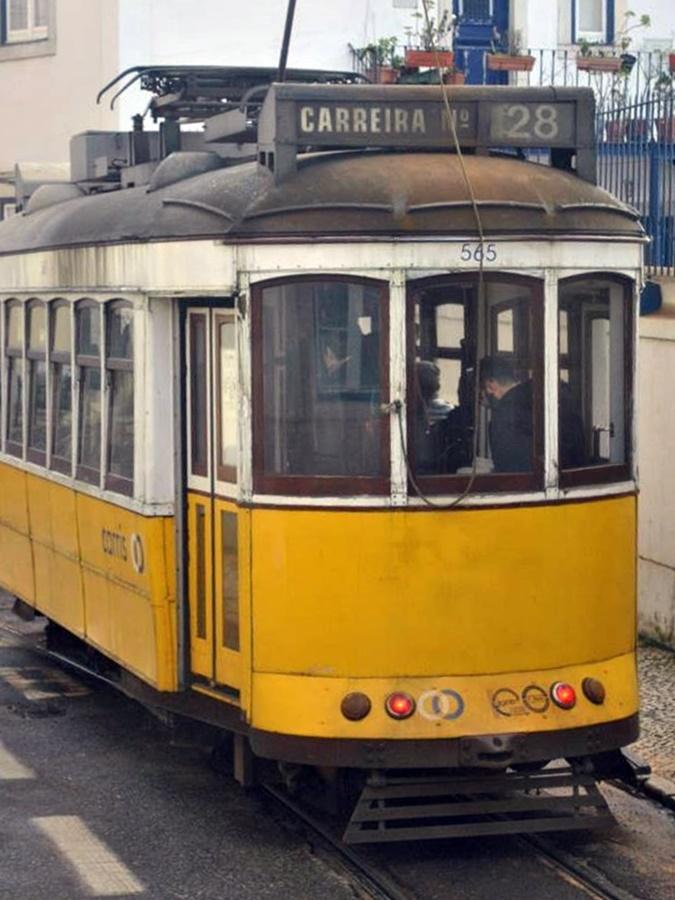 Tramwaj 28 w Lizbonie.
