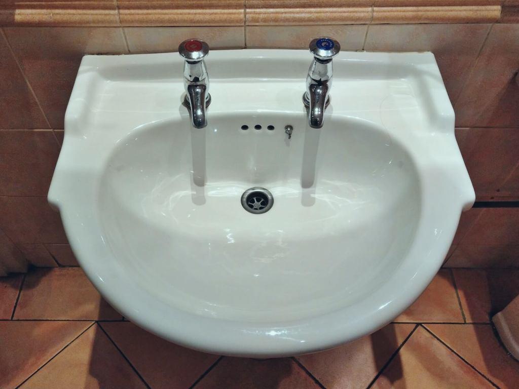Typowa umywalka z wysp brytyjskich.