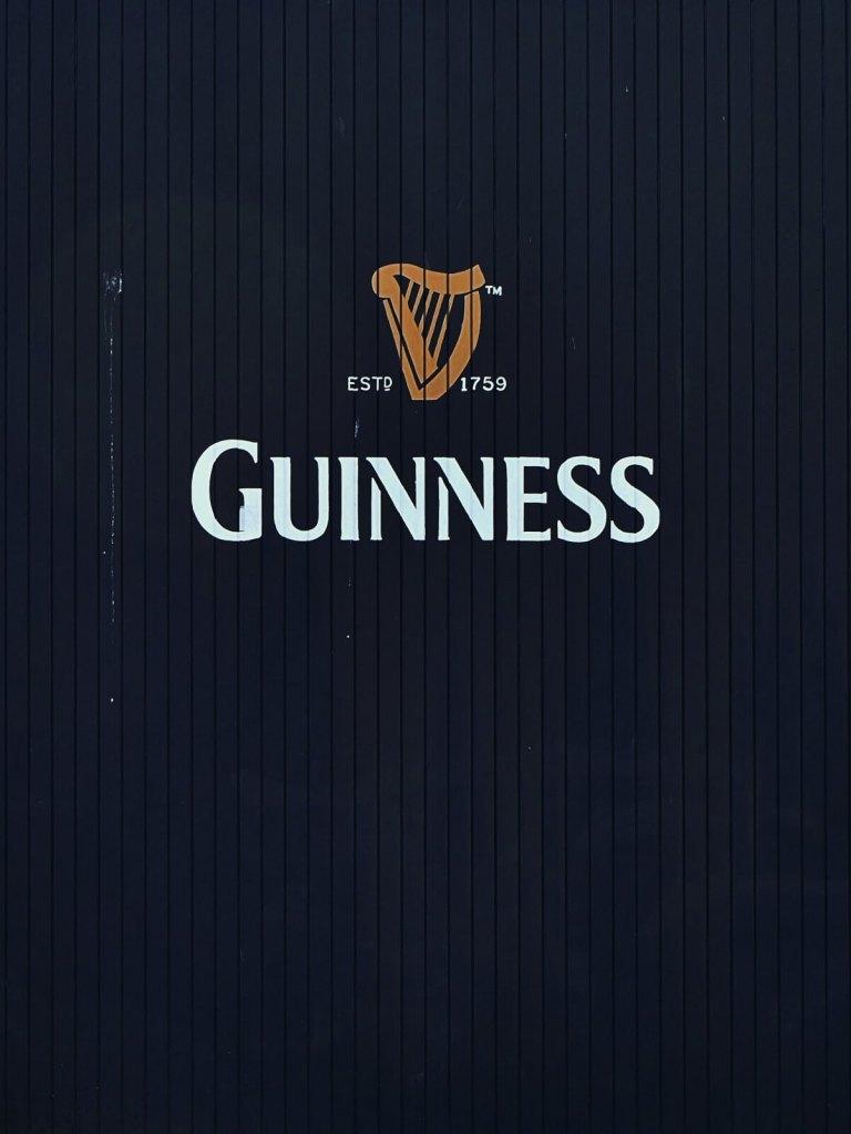 Brama browaru Guinness w Dublinie.