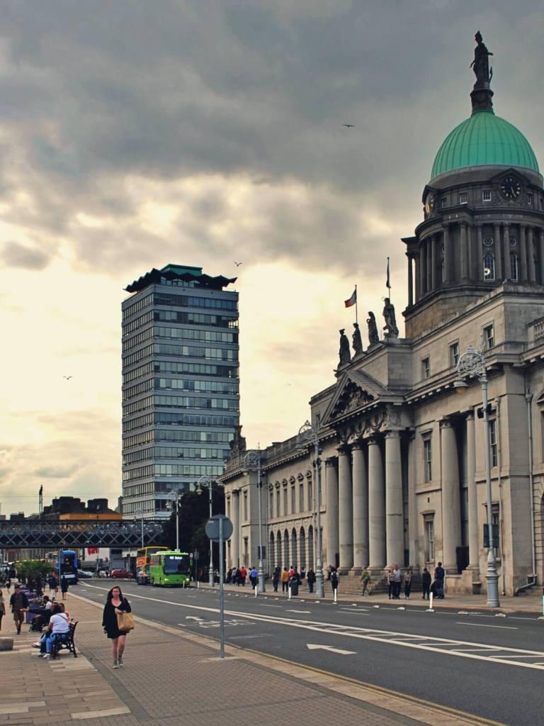 Najbrzydszy budynek w Dublinie.
