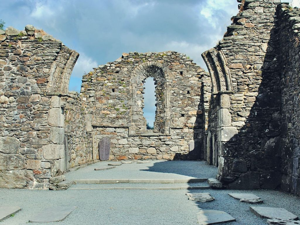 Ruiny katedry w Glendalough.