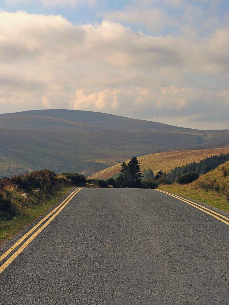 Drogi w Parku Narodowym Gór Wicklow.