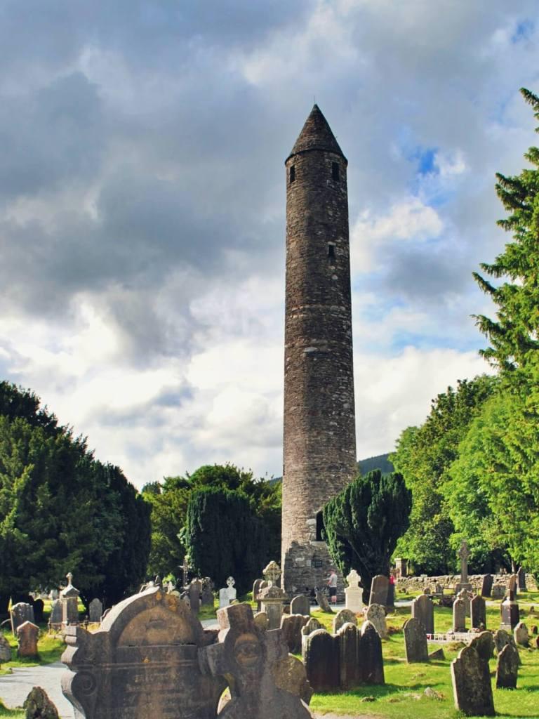 Okrągła, irlandzka wieża.