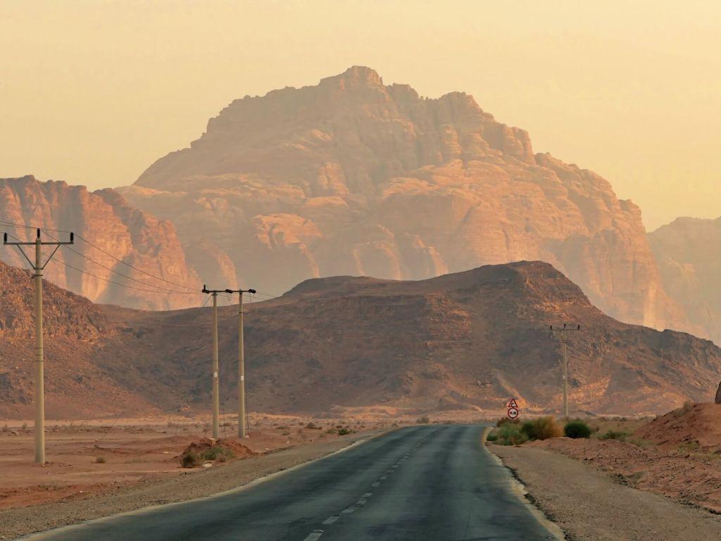 Marsjańska pustynia Wadi Rum w Jordanii.