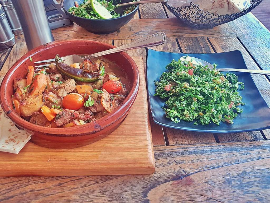Arabski posiłek.
