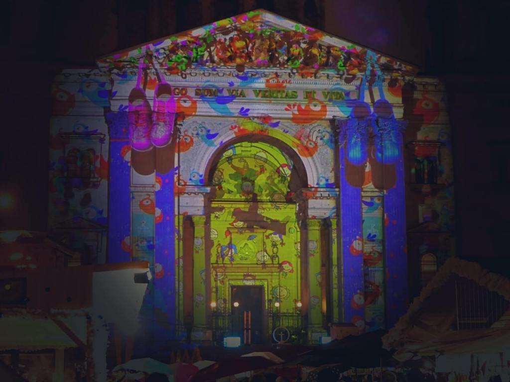 Projekcje świąteczne na katedrze w Budapeszcie.